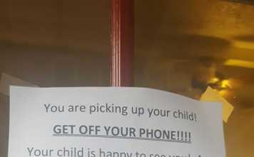 Day Care Sign For Parents To 'Get Off Your Phone!' Is Going Viral